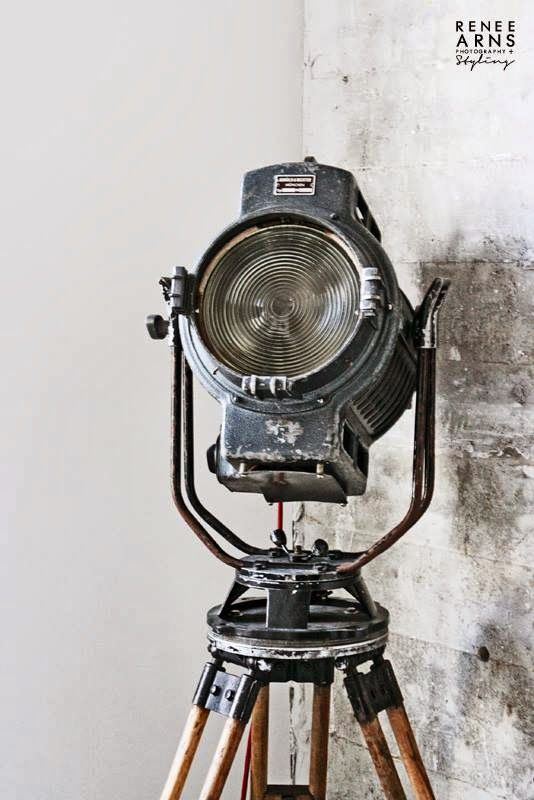 Look at this amazing vintage spotlight. Great statement #lighting