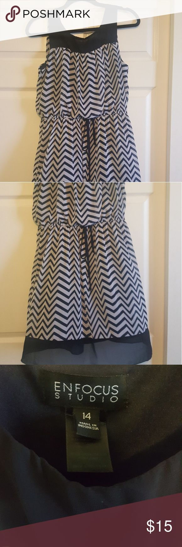 Chevron dress White and navy chevron dress.  Sheer fully lined with a drawstring waist. Hits above the knee Dresses Mini