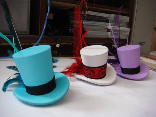 Mini top hat tutorial....LOVE, LOVE, LOVE top hats!  Aren't these cute?! Wouldn't they be great for a photo shoot or even a dress up trunk!
