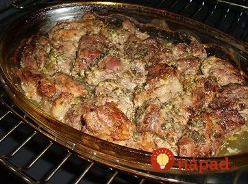 Bravčové mäsko v smotanovej marináde/ kôpor, rozmarín, bazalka,petržlen, koriander/.                                       Vyskúšala som raz a odvtedy túto pochúťku pripravujem pravidelne, chutí úžasne!