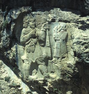 İVRİZ KAYA ANITI İvriz, Konya'nın Ereğli ilçesi sınırlarındadır. Milattan önce iki binli yıllarda kurulan Tuvana Krallığına ait, suyun kaynağında kayalara oyulmuş bereket anıtı büyüleyici bir güzelliğe sahiptir. (Konya, Türkiye)