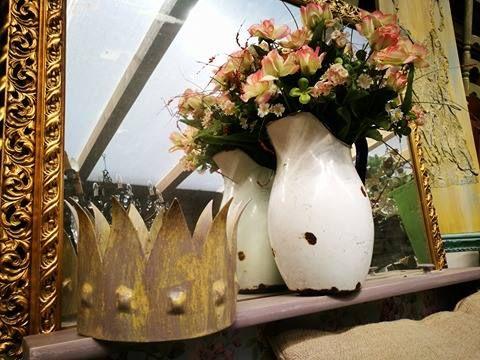 corona shabby chic in ferro e patine oro