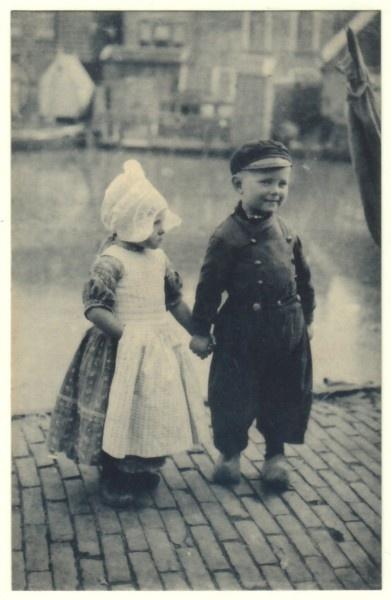 Vintage Postcard, Dutch Children Gretchen and John