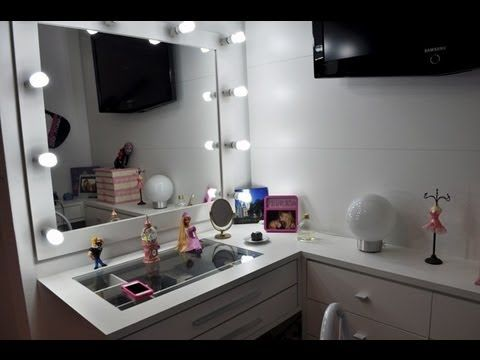 Tenho que dizer também que acho muito legal as que tem lâmpadas, muito chique, só não sei se ajuda ou atrapalha para fazer a maquiagem.