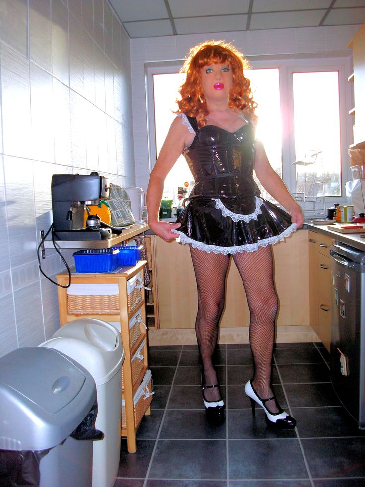 Sexy kitchen maid in the briefest of PVC ensembles:-)