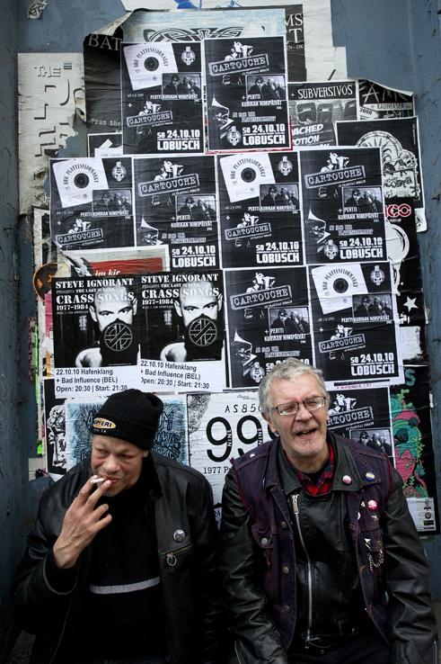 Kari Aalto and Pertti Kurikka in Hamburg, Germany. Pertti Kurikan Nimipäivät. Photo by Pekka Elomaa.