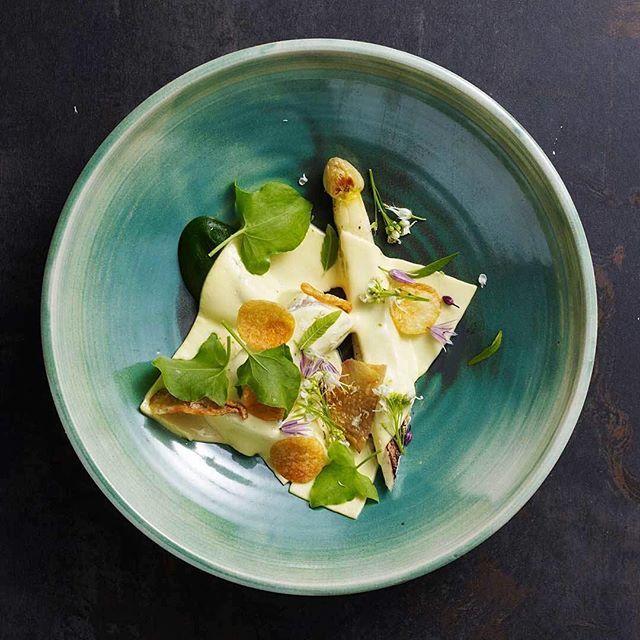 Bornholm har mange lokale fødevareproducenter i særklasse - og en bornholmsk restaurant har for nylig fået en Michelin-stjerne. Velkommen til gourmet-øen Bornholm. #gourmet #visitbornholm #spisdegglad #deterdejligåværenorskidanmark