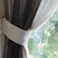 Des embrasses de rideaux en linge ancien - Marie Claire Idées