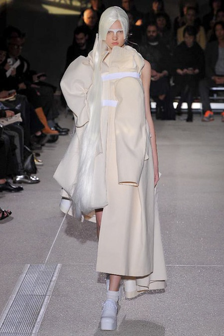 Comme Des Garcons S/S 2013 the whole collection is not brilliant, but this look is lovely!
