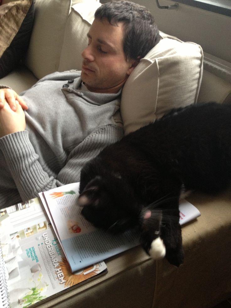 JON AND BRORSAN THE CAT RESTING / CLICK LINK AND SEE US ON SWEDENS BEST BLOG INREDNINGSVIS.SE http://inredningsvis.se/