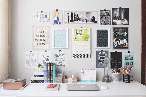 "never-tall-enough: "" I wanna decorate my study table like this """