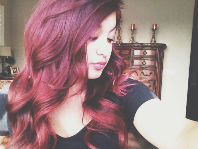 curled red hair.. this was during the time i used lo'real hicolor highlights in magenta.