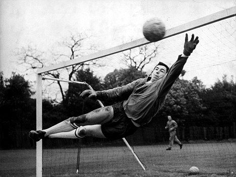 Gordon Banks, England (Chesterfield FC, Leicester City, Stoke City, Fort Lauderdale Strikers, England)