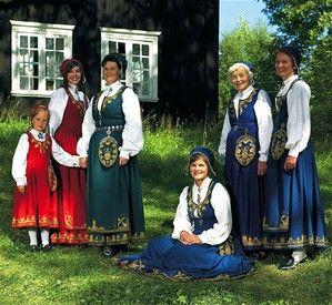 Romeriksbunad. NORSKE BUNADER - www.hildes-hjoerne.com