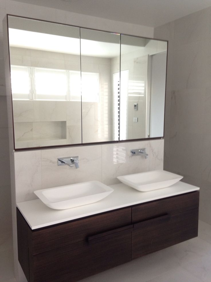 Stunning ensuite finished with Lea Crystal White Polished 600x600