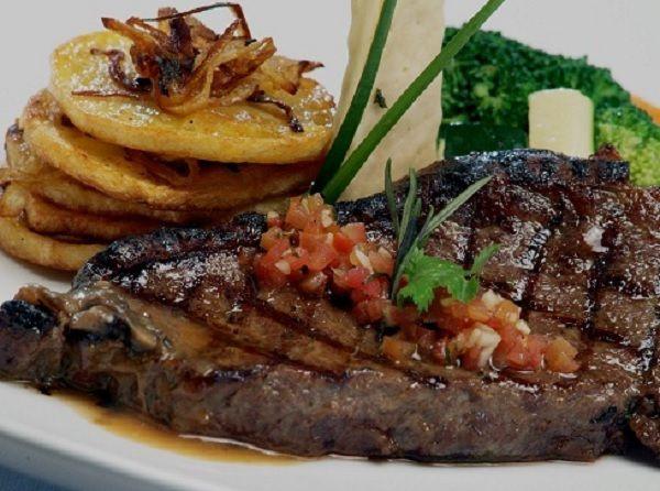 Steak Daging Sapi dan Saus Steak Sederhana