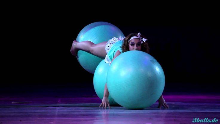 Ball Show - Tatiana Konoballs @ Feuerwerk der Turnkunst - www.3balls.de