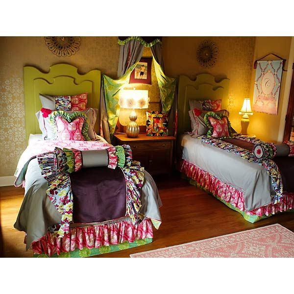 Cute Shared Room: Cute Arrangement For Shared Girls Room.