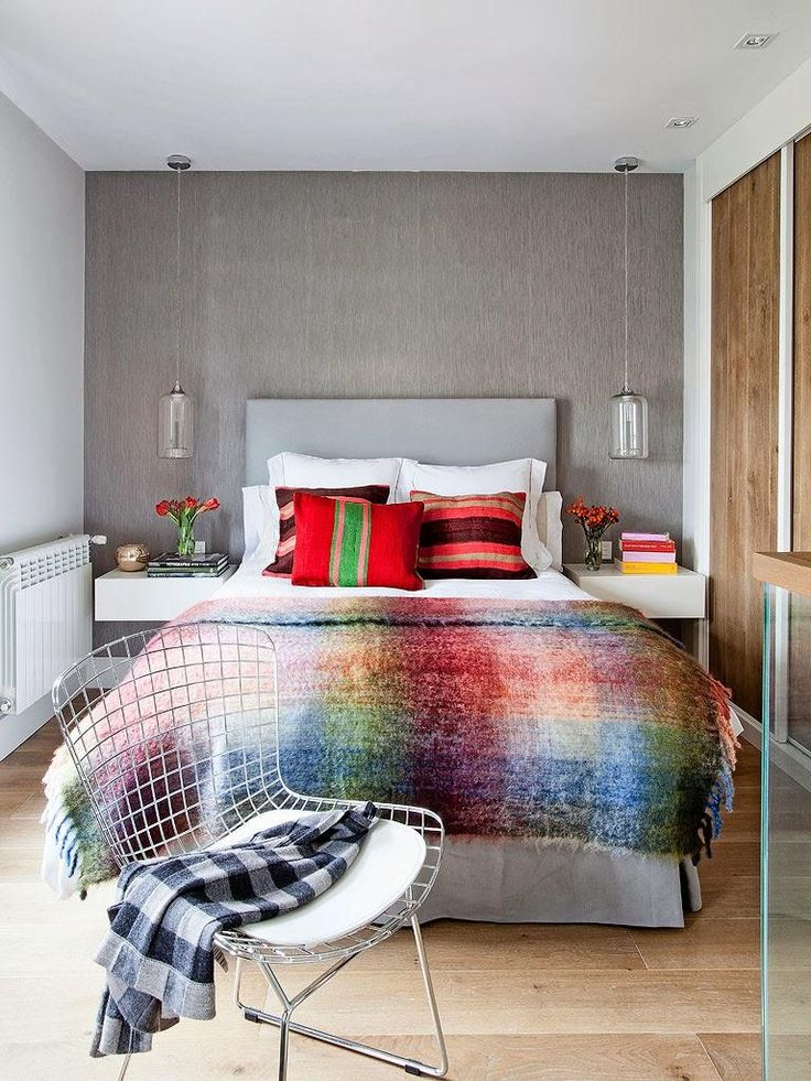 The efficient use of color is the key of this bedroom