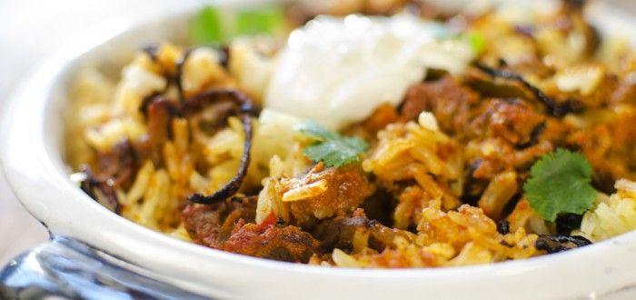 curry med kjøtt, ris og koriander