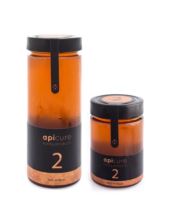 Μέλι Ανθέων: Πρόκειται για μια μεγάλη κατηγορία στην οποία ανήκουν πολλά είδη μελιού. O κύριος όγκος αυτής της παραγωγής στηρίζεται κυρίως στην ανοιξιάτικη ανθοφορία και παράγεται από το νέκταρ των λουλουδιών.