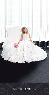 Made by Valencienne (Kim Ironmonger) out of Cashmere Bathroom Tissue for the 2015 White Cashmere Collection Bridal Edition in support of the Canadian Breast Cancer Foundation. The show this year focused on the hottest wedding trends and bridal silhouettes. @ValencienneTO @cashmerecanada  http://www.valencienne.com/