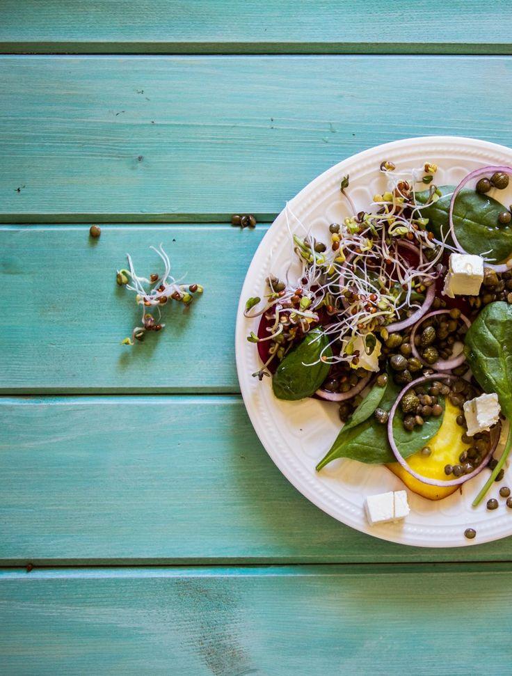 ensalada de remolacha, ensalada de lentejas, queso feta, receta, cocina saludable, fotografía culinaria, estilismo culinario, estilista culinaria