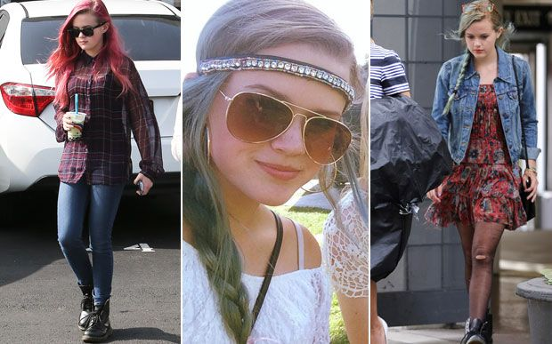 7 filhas adolescentes de famosos que arrasam no estilo Ava Phillippe Os pais dela são os atores Reese Witherspoon e Ryan Phillippe. Quem ama cabelo colorido precisa ficar de olho na Ava - deu para notar! Aos 15 anos, a adolescente já ostentou fios rosas e agora está com um azul-esverdeado todo cool.