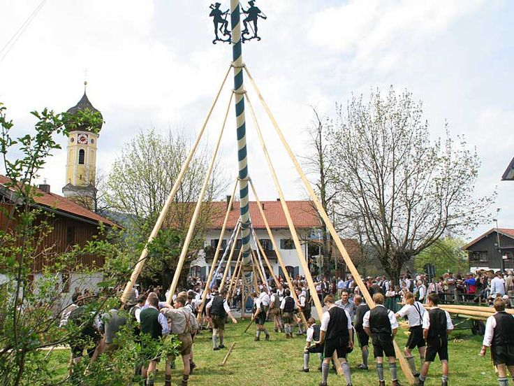 Bavaria- 1st May is maypole day in Bavaria - Popular Bavarian customs - Tradition - About Bavaria