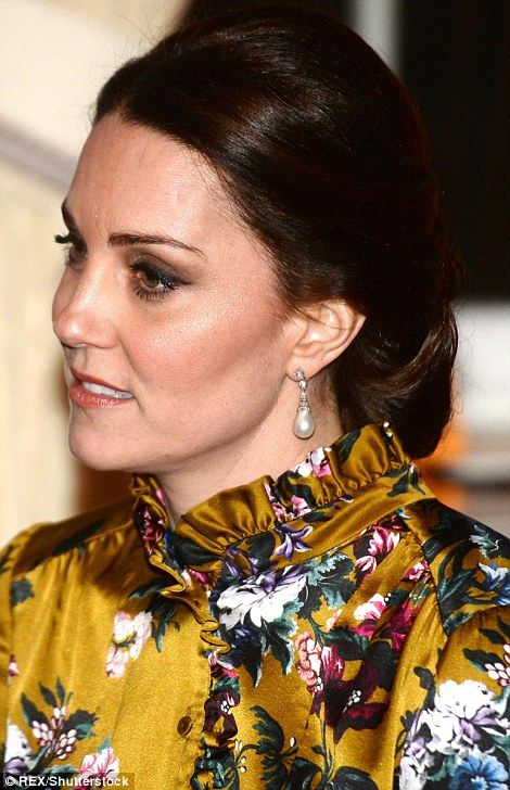 She opted for a simple pair of pearl earrings...