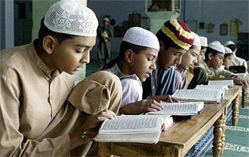 Idil moest van haar papa verplicht lessen volgen over de Koran, het boek van haar geloof.