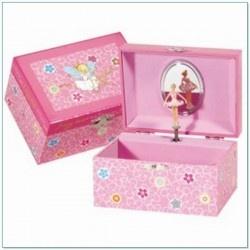 Muziekdoosje Fairy Dust ballerina roze. Een mooi roze sieraden schatkistje met bloemetjes en dansend elfen meisje in roze jurk. Zodra de muziekdoos open gaat danst er een mooie ballerina voor een spiegeltje.