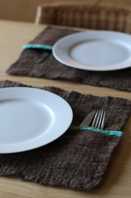 placemat inspiration... love the silverware pocket. (make them machine washable)
