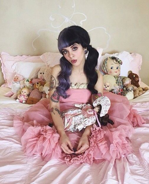 les 41 meilleures images du tableau melanie martinez style sur pinterest cry baby maquillage. Black Bedroom Furniture Sets. Home Design Ideas