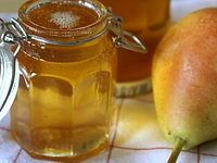 GELEE DE POIRES (6 poires Guyot  - 1 L de poiré brut - 600 g de sucre à confiture (avec pectine) pour 700 g de jus obtenu - 1 filet de jus de citron)