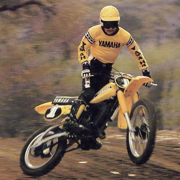 Aquí termina la semana. Os deseamos un #FelizFinde recordando esfa mítica Yamaha YZ125G.  #Yamaha #motocross #racing #oldschool #retro #vintage #moto #motolovers #instamoto #motorbike #motorcycle #museum #Barcelona #Bassella  via ✨ @padgram ✨(http://dl.padgram.com)