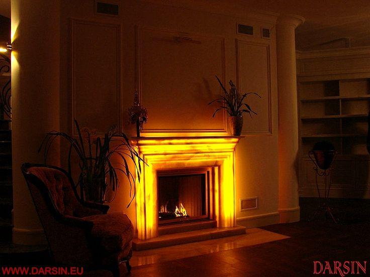 fireplace mantel onyx - obudowa kominka z onyksu - miodowy podswietlany onyks