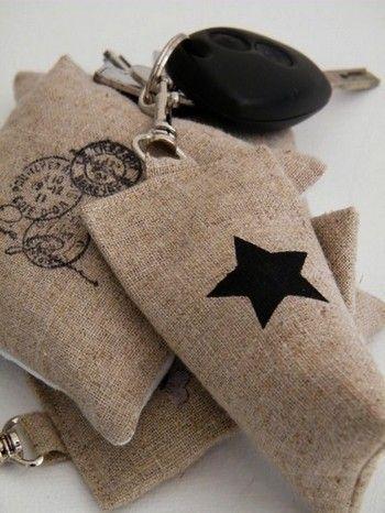 Image of Porte clés lin 'Berlingot étoile'