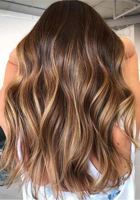 Warm Brunette Balayage Hair Color Shades to Try in 2019 | PrimeMod #curlyhairtrends #haircolorbalayage