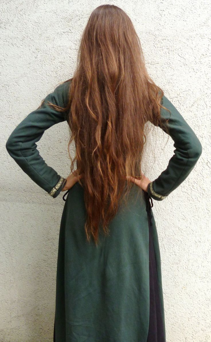 More than coccyx length ! My long hair with a home-made medieval-fantasy green dress (c) Elwidar