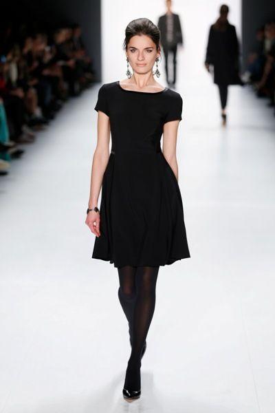 Schwarzes Kleid der Herbst-Winter-Kollektion 2015-2016 von Guido Maria Kretschmer - 1
