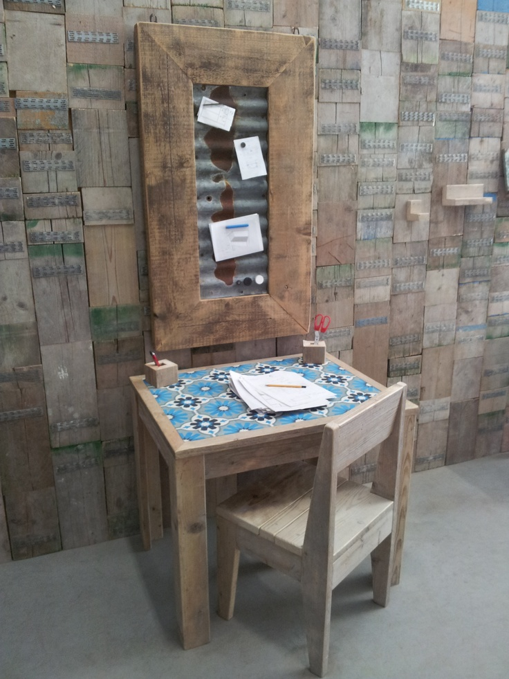 magnet board and sidetable all from reclaimed wood made by http://www.thewoodcrafter.nl