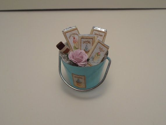 Gaël  Miniature Shabby chic  Display  chocolat by Gaelatelier
