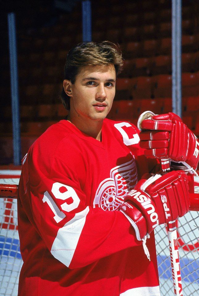 STEVE YZERMAN DETROIT RED WINGS. My fav hockey player ❤️