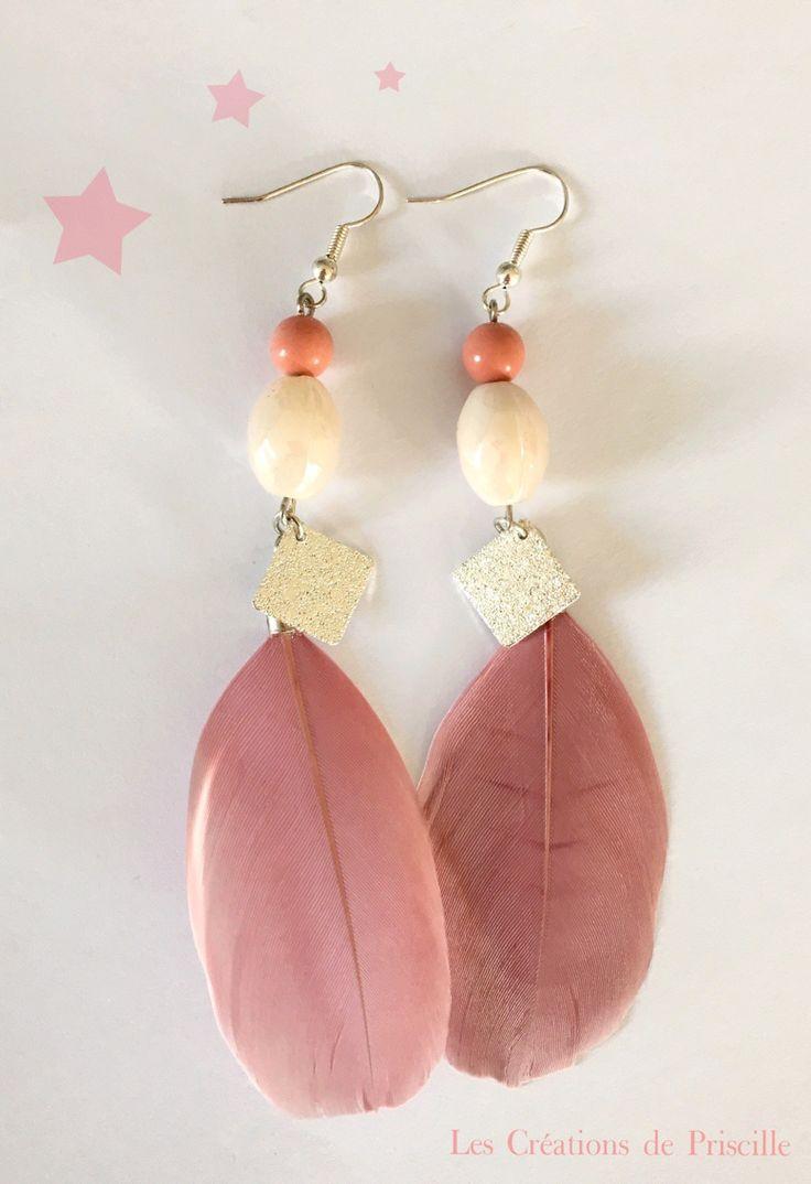 Boucles d'oreilles plumes vieux rose, breloques argentées, et perles nacrées