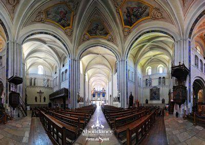 Panoramique de l'église abbatiale d'Abondance A découvrir avec les Guides du Patrimoine des Pays de Savoie http://www.gpps.fr/Guides-du-Patrimoine-des-Pays-de-Savoie/Pages/Site/Visites-en-Savoie-Mont-Blanc/Chablais/Haut-Chablais/Abbaye-d-Abondance