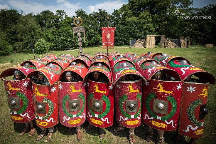 Testudo formation performed by Legio XXI Rapax. żółw w wykonaniu legionistów z Legio XXI Rapax