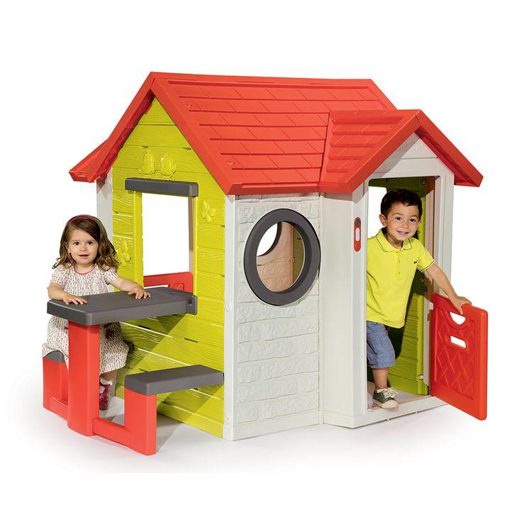 Smoby detský domček My House je krásny a priestranný detský domček, v ktorom sa pohodlne zahrá viacero detí a pekne sa spolu zahrajú. Dvojité steny domčeka zabezpečujú bezpečnosť, pevnosť a stabilitu aj pri výške 135 cm.