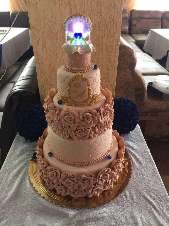 Торт на помолвку.