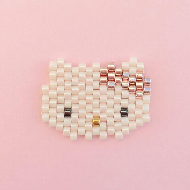 Petite tête de Hello Kitty tissée en perles Miyuki Delicas, technique du brick…                                                                                                                                                                                 More